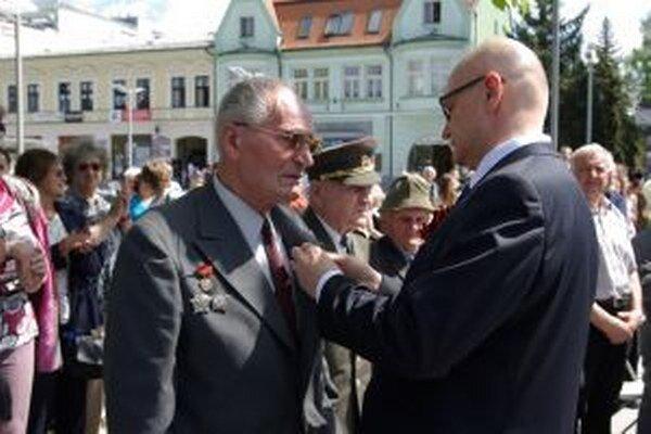 Medaily odovzdával ruský veľvyslanec Alexej Fedotov.