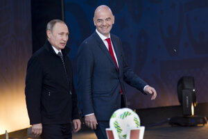 Putin (vľavo) sľubuje veľkolepý šampionát.
