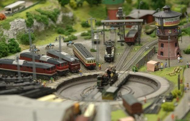 Detailný pohľad na modely vlakov.