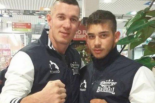 Pästiar z centra Novohradu Róbert Rácz (vpravo) si lepšieho trénera a manažéra, akým je Tomi Kid Kovács z Galanty, ani nemohol priať.