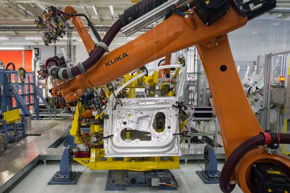 Na výrobu jednej karosérie je potrebných približne 220 dielov.