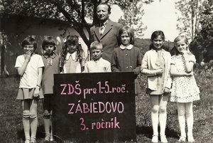 Peter Palko so svojimi žiakmi vškolskom roku 1975/76.