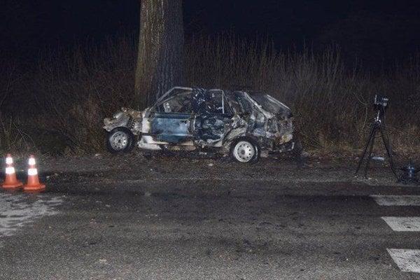 Vodič nehodu neprežil.