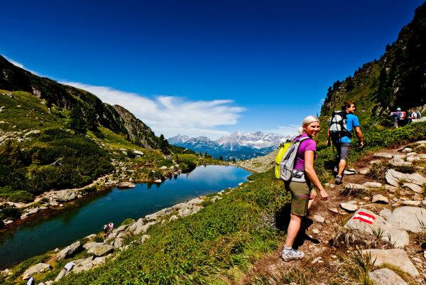 Turistické trasy v Rakúsku vedú krásnou prírodou.