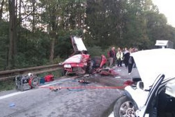 Pri dopravnej nehode, ktorá sa stala  v pondelok 28. septembra po 17.00 hodine na ceste I/18 v smere z Bytče na Makov, sa zrazili tri vozidlá.