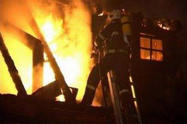 Tragédiou skončil včerajší požiar rodinného domu v Novej Bystrici.
