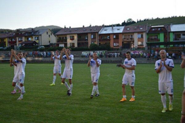 Domáci hráči po zápase ďakovali svojim fanúšikom.