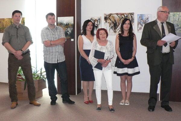 Zľava Ján, Mário a Zuzana Širovci, kurátorka Marta Hučková, Lucia Turbeková a riaditeľ VÚŽV Jaroslav Slamečka.