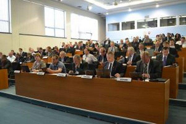 Poslanci Zastupiteľstva Žilinského samosprávneho kraja prerokovali prvú zmenu rozpočtu krajskej samosprávy.