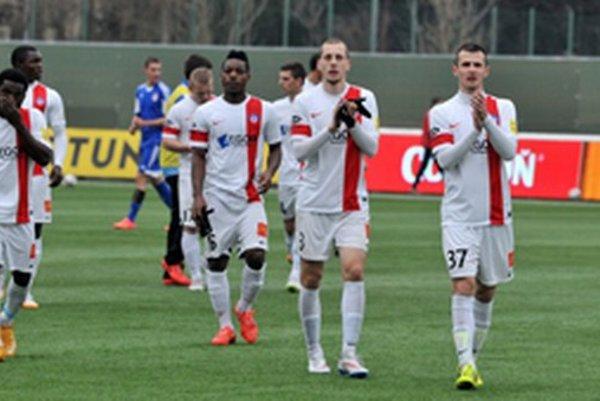 Kapitán AS Trenčín Peter Kleščík (vpravo) po víťazstve v 20. kole Fortuna ligy nad Banskou Bystricou v pomere 2:0.