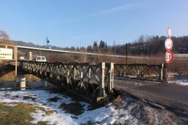 V súčasnosti platí na moste v Bukove zákaz vjazdu pre nákladné vozidlá nad 3,5 tony.