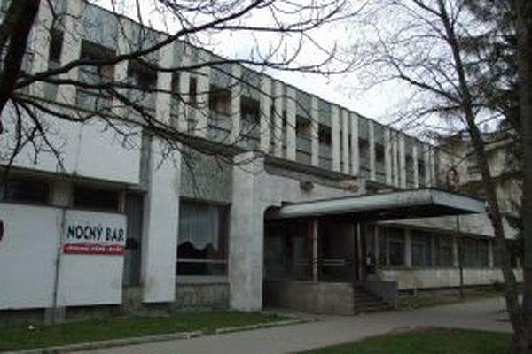 Medzi chátrajúce objekty v Kysuckom Novom Meste patrí aj hotel B.