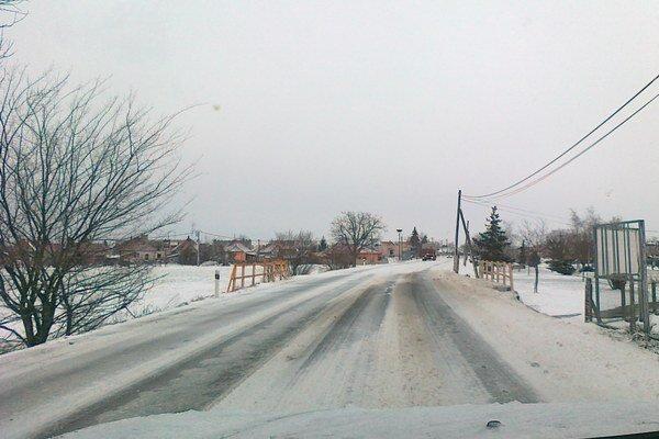 Na cestách okresu je snehová kaša.