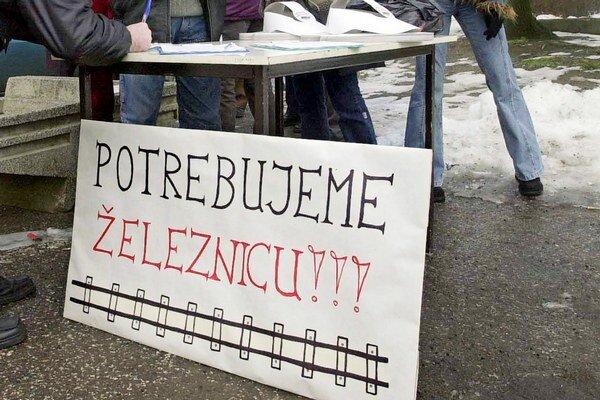 Šahania už v roku 2003 protestovali voči rozhodnutiu vlády SR o zrušení osobnej dopravy na 25 železničných tratiach. Teraz spisujú petíciu znova.