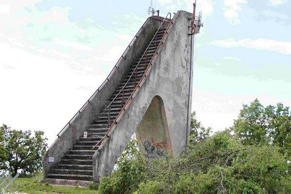 Vyhliadková veža na Šiklóši.
