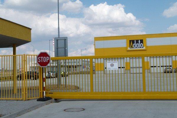 Po tlmačských strojárňach ide prepúšťať aj levická firma Adato, ktorá má novú výrobnú halu v priemyselnom parku Géňa.