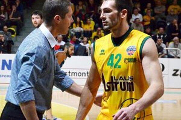 Reprezentačný tréner Peter Bálint so svojim zverencom z Levíc Martinom Sýkorom.