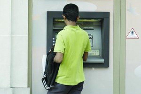 Pri výbere z bankomatu zistili, že účet je prázdny.