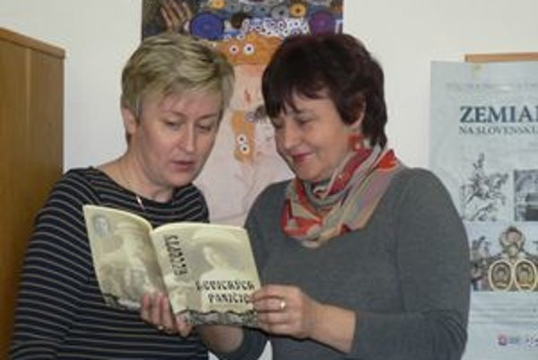 Zostavovateľky knihy Marta Švoliková a Jarmila Bátovská zo Štátneho archívu v Nitre, pobočka Levice.