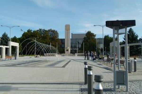 Na zrekonštruovanom námestí bude počas jarmoku pódium a stánky remeselníkov.