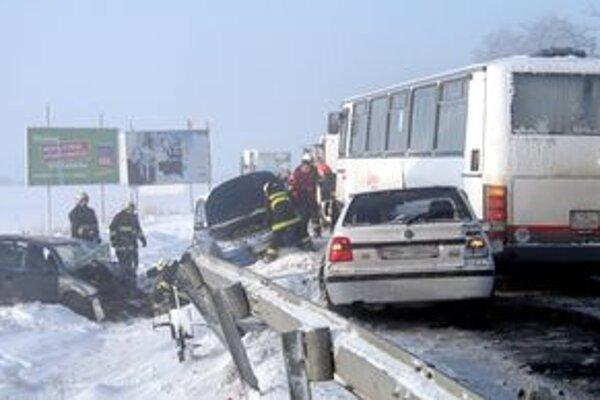 Medzi Levicami a Hornou Sečou sa stala vážna dopravná nehoda.
