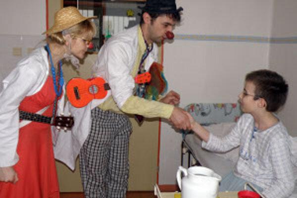 Miroslava Dudková ako doktorka Trdlová a Radomír Milič ako doktor Špageta pozdravili a rozveselili aj Šimonka.
