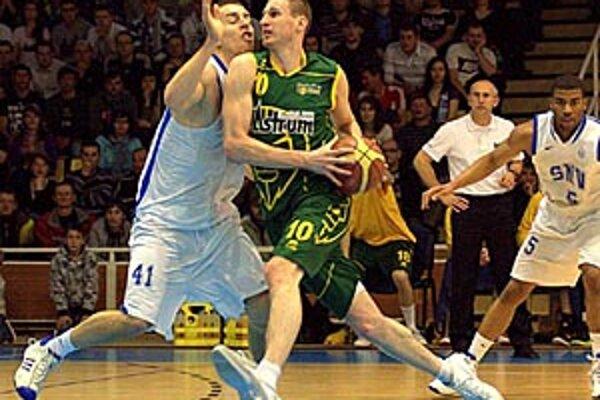 Najlepším strelcom Levíc bol nečakane striedajúci pivot Jozef Vojtek.
