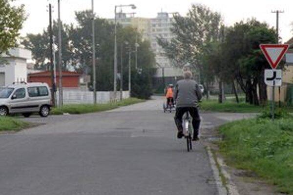 Cyklisti na cestách.