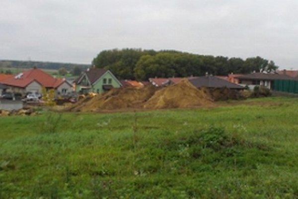 Dotknutý pozemok v obytnej časti Krivé kúty v Skalici.