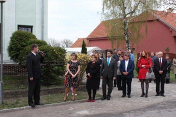 Z otvorenia zariadenia. Vľavo starosta Rohožníka Peter Švaral.