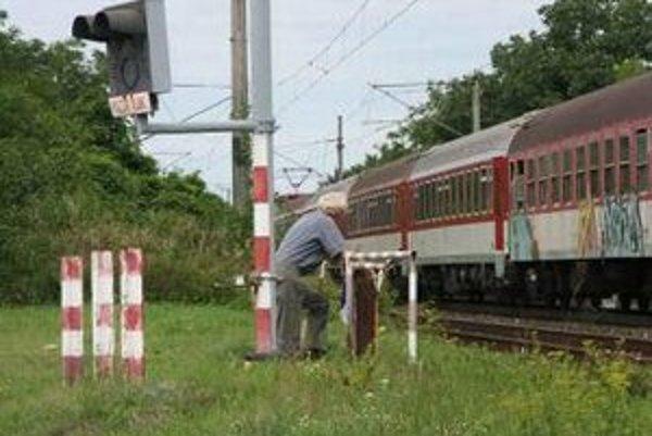 Železničné priecestie na Kollárovej ulici v Malackách.