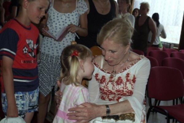 Mária Kráľovičová v rodnej obci Čáry pri príležitosti udelenia jej čestného občianstva v roku 2007.