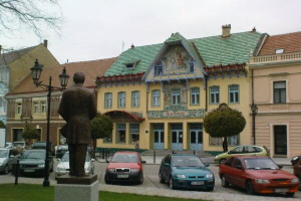 Jedna z nevšedných stavieb Slovenska - Kultúrny, kedysi Spolkový dom v Skalici.