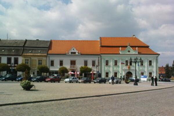 V Skalici sa TIK nachádza priamo v centre mesta na Námestí slobody.