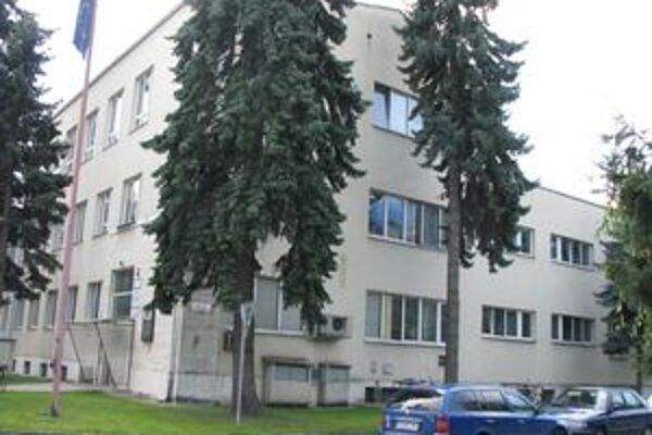 Budova, kde sídlia štátne inštitúcie, je zatiaľ majetkom mesta.