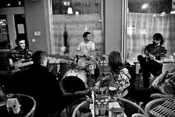 Senická jazzrockfusionová kapela.