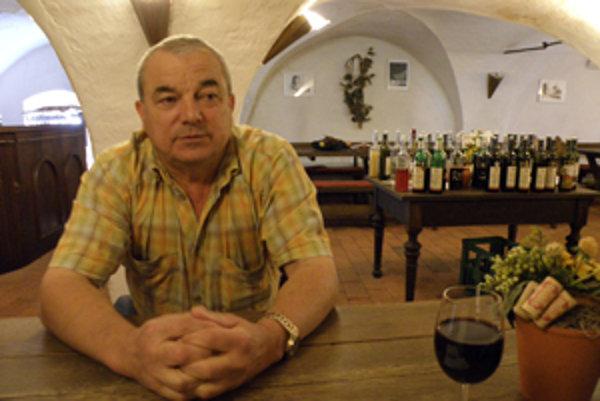 Ľudia sa ani dnes v kvalitných vínach veľmi nevyznajú, konštatuje skalický vinár Alojz Masaryk.