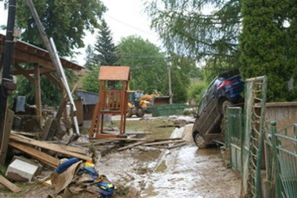 Tohtoročné záplavy na Záhorí spôsobili obrovské materiálne škody.