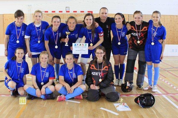 Víťazné družstvo dievčat z domácej SOŠ HSaO po vyhlásení výsledkov turnaja.