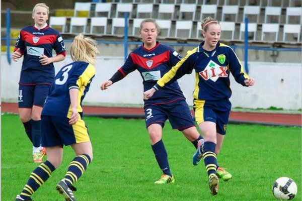 Futbalistky FC Union (s červenou kombináciou) aj v novej zostave zvládli svoj prvý jarný majstrovský zápas.