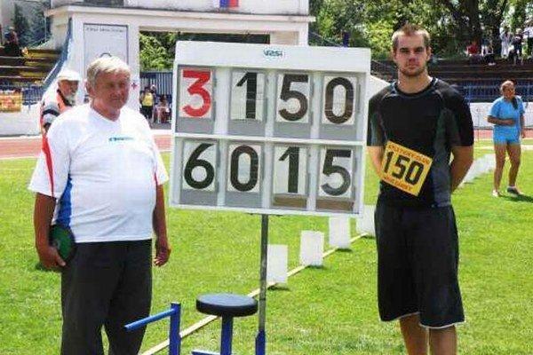 Pavol Ženčár presvedčil aj na stredoškolských M-SR, že má skvelú formu. Prekonal šesťdesiatmetrovú hranicu a jeho nový dorastenecký rekord má hodnotu 60,15 m.