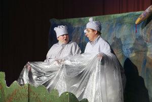 Dvoch hrochov stvárňujú Helena Balážová (vľavo) a Jana Sedláčková.
