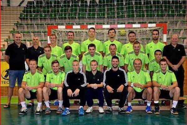 Mužstvo HC Štart Nové Zámky, ktoré si v súťažnom ročníku 2013/2014 vybojovalo v našej najvyššej súťaži 5.miesto.
