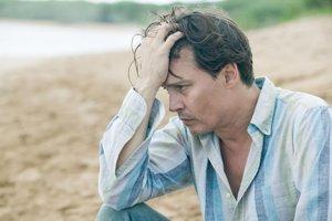 Johnny Depp v Rumovom denníku. Vo filme, ktorý si na seba nezarobil.
