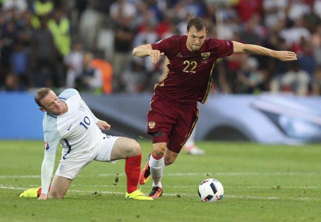 Rooneyho pozíciu na ihrisku riešia anglické médiá.