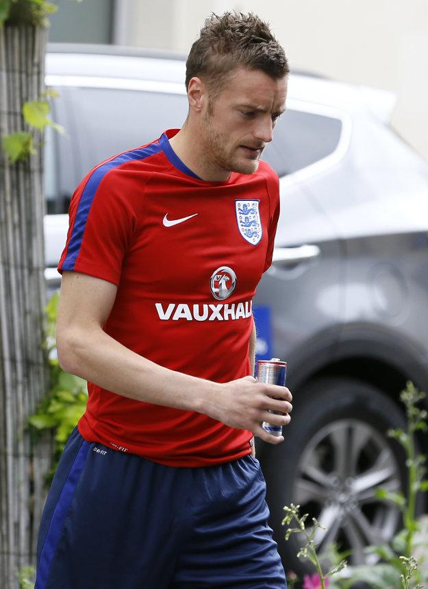 Jamie Vardy na ceste na tréning.
