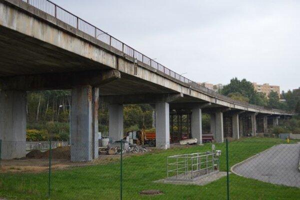 S rekonštrukciou päťdesiatročného mosta mala SSC začať už vlani v októbri.