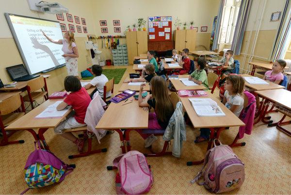 Šport na školách dopĺňa vyučovanie, kedy deti sedia na stoličkách dlhé hodiny. ILUSTRAČNÉ FOTO