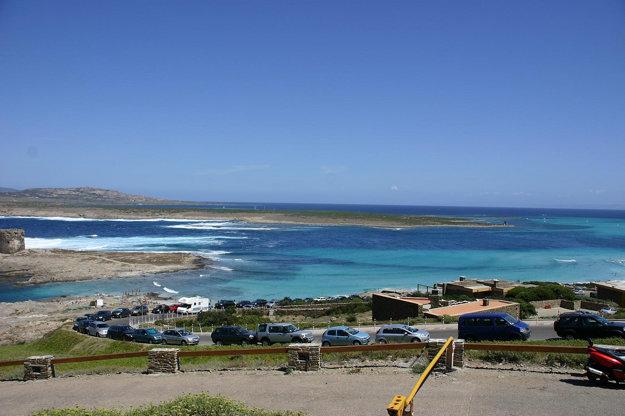 Vrchol turistickej sezóny na Sardínii aj Korzike pripadá na letné mesiace júl - august.