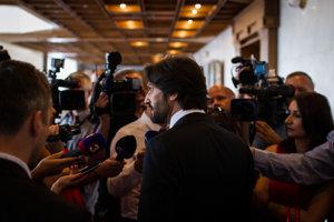 Minister Kaliňák odpovedá na otázky novinárov.